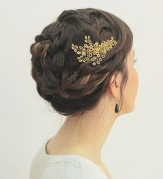 Can ask a local lady to make for much cheaper. Gold bridal hair piece / leaf shape hair comb / by liricabylironc