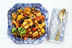 Mediterranean Potato Bake with Peppers & Olives Small Tomatoes, Plum Tomatoes, Cherry Tomatoes, Vegan Lunch Box, Red Pesto, Vegan Potato Salads, Pitted Olives, Vegan Pesto, Roasting Tins