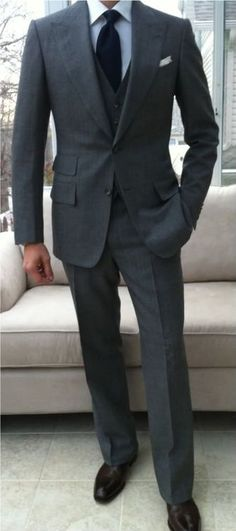 The charcoal suit - like the style Charcoal Gray Suit, Dark Gray Suit, Grey Suit Men, Grey Vest, Mens Suits, Grey Suits, Wedding Suits, Trendy Wedding, Gentleman Style