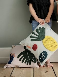 Leaf cushion design by Ferm Living - Dekoration Ideen 2019 Patio Furniture Redo, Kids Bedroom Furniture, Luxury Furniture, Furniture Design, Textiles, Burke Decor, Punch Art, Craft Sale, Punch Needle
