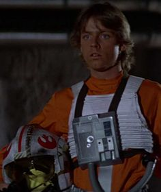 Check out the helmet hes holding, the yellow stripes and grey dashes on the Mohawk are way different! Star Wars Luke Skywalker, Mark Hamill Luke Skywalker, Star Wars Characters, Star Wars Episodes, Star Wars Cast, Star Wars Models, Star Wars Wallpaper, Original Trilogy, A New Hope