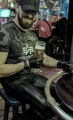 Leather Jeans, Leather Gloves, Leather Jacket, Latex Men, Leather Fashion, Sexy Men, Handsome, Guys, Jackets