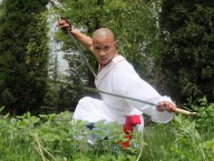 Welcome to Shaolin Warrior Monks Training Center and Shaolin Temple Yunnan. Expereince the true warrior Kung Fu training with Shifu Shi Yanjun. Kung Fu Martial Arts, Martial Arts Workout, Boxing Workout, Shaolin Kung Fu, Power Training, Peace Art, Game Concept Art, Garden Images, Qigong