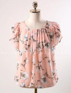 70 Ideas For Sewing Clothes Women Blouses Floral Prints Stylish Tops, Stylish Dresses, Casual Skirt Outfits, Casual Dresses, Blouse Styles, Blouse Designs, Sewing Clothes Women, Sewing Blouses, Ladies Dress Design