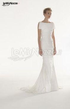 http://www.lemienozze.it/gallerie/foto-abiti-da-sposa/img29353.html Abito da sposa a sirena con strisce e arricciature a pieghe in georgette di seta