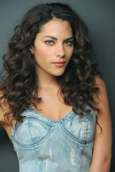 long naturaly curly hair   Inbar Lavi   Underemploied tv show
