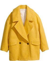 Tenue: Manteau jaune, Jean skinny bleu, Escarpins en | Mode femmes