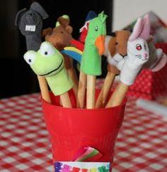 Soepstengel met vingerpopje. Lekker makkelijk. Strikje van dropveter erbij! Healthy Birthday Treats, Kids Birthday Treats, Birthday Candy, Party Treats, Birthday Diy, Healthy Treats, Healthy Kids, Little Presents, Partys