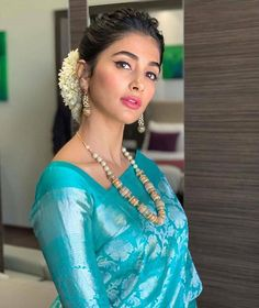 Blouse Designs Photos That Will Blow Your Mind Bridal Silk Saree, Soft Silk Sarees, Saree Wedding, South Indian Wedding Saree, Crepe Saree, Silk Dupatta, Indian Weddings, Cotton Saree, Indian Bridal
