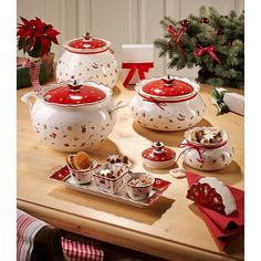 Christmas China, Christmas Dishes, Christmas Kitchen, Christmas Toys, Merry Christmas, Christmas Table Settings, Christmas Tablescapes, Villeroy Et Boch Noel, Christmas Dinnerware Sets