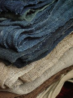 woven linen cloths - I would love to sashiko stitch on this Boro, Indigo, Textile Texture, Fabric Textures, Textile Fabrics, Linens And Lace, Linen Fabric, Rustic Fabric, Hemp Fabric