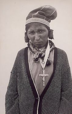 Innu (Montagnais) woman, probably taken at North West Rive… Native American Women, American Indian Art, Native American Indians, Native Americans, Shawnee Indians, Cowgirl And Horse, Indian Tribes, Labrador, First Nations