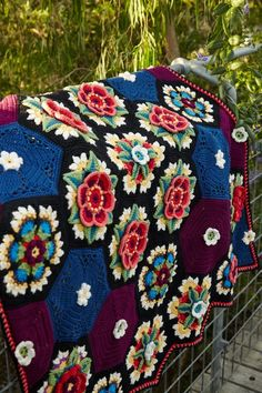 Fridas Flowers Blanket 4