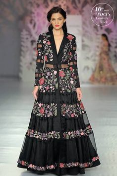 From Rohit Bal to Manish Malhotra, from long tunics to belted dresses, discover the latest Indian dresses and top trends for Indian Fashion, Boho Fashion, Fashion Dresses, London Fashion, Fashion Styles, Pakistani Outfits, Indian Outfits, Indian Clothes, Spanish Dress