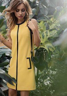 La robe Salbei esprit André Courrèges, einfach, sobre et chic. Un muss de la garde-robe Mode Outfits, Dress Outfits, Fashion Dresses, Dresses Uk, Simple Dresses, Casual Dresses, Short Dresses, Mode Pop, Yellow Dress