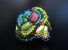 Boho Cuff Beaded Bohemian Bracelet in Peacock di SharonaNissan