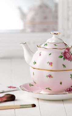 New Country Roses Teapot for One by Royal Albert - the perfect gift for her.
