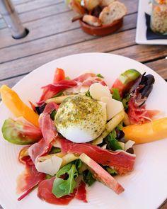 L U N C H Petite reprise sans perdre les bonnes habitudes en n'oubliant pas le chemin de la plage pour le déjeuner... bin oui faut pas pousser... T R A N Q U I L L E ! LE J restaurant de Plage à l'année Carnon (34) Bientôt Article sur le blog _______________ #lejcarnon #restaurant #food #foodlover #blogfood #foodporn #foodstagram #gastronomy #cooking #foodphotography #montpellier #carnon #pintademontpellier #mozza #beachlife