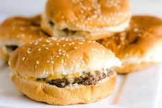 Oven-baked hamburgers - so easy, juicy and there's a trick! Oven-baked hamburgers - so easy, juicy and there's a trick! Oven Baked Burgers, Baked Hamburgers, How To Cook Hamburgers, Cheeseburgers, Cooking Hamburgers, Hot Dog Recipes, Beef Recipes For Dinner, Ground Beef Recipes, Cooking Recipes