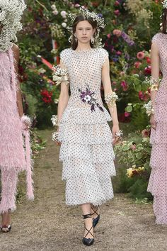 Rodarte Spring 2018 Ready-to-Wear  Fashion Show ✨ ʈɦҽ ƥᎧɲɖ ❤ﻸ•·˙❤•·˙ﻸ❤   ᘡℓvᘠ □☆□ ❉ღ // ✧彡☀️ ●⊱❊⊰✦❁❀ ‿ ❀ ·✳︎· ☘‿SA JUL 22 2017‿☘✨ ✤ ॐ ♕ ♚ εїз⚜✧❦♥⭐♢❃ ♦♡ ❊☘нανє α ηι¢є ∂αу ☘❊ ღ 彡✦ ❁ ༺✿༻✨ ♥ ♫ ~*~ ♆❤ ☾♪♕✫ ❁ ✦●↠ ஜℓvஜ .❤ﻸ•·˙❤•·˙ﻸ❤