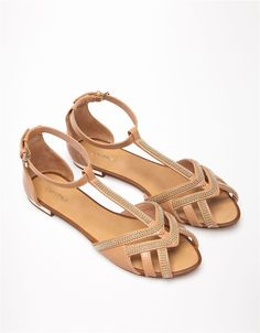 Ladies exercise footwear, for pursuits like climbing, paddling, and other adventuresports. Shoes Flats Sandals, Girls Sandals, Espadrille Shoes, Ankle Strap Sandals, Leather Sandals, Flat Shoes, Pretty Shoes, Beautiful Shoes, Comfy Shoes
