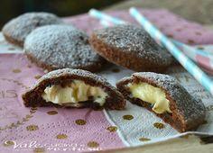 Biscotti con frolla alle mandorle e crema al mascarpone golosi e sfiziosi, con tante mandorle cioccolato fondente e mascarpone ottimi per il te e la merenda