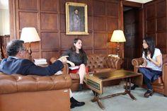 Manuel de Novaes Cabral,   Vera Dantas  e Carla Fonseca, Responsável de Comunicação e Promoção do IVDP. Ao centro, retrato do Barão de Forrester