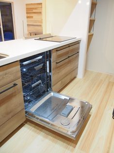キッチン クリナップのシステムキッチンステディア 食洗機は大容量ASKOの食洗機を採用   思わず毎日の家事が楽しくなる空間に 奥様の思いがぎゅーっと詰まったキッチンの背面 家具職人nomawood工房さんによる製作オークの食器棚   引き出しの数や高さや使い勝手などなど…。 お施主様の思いを聞き…。 提案してたどり着いたベストのサイズ感 お客様のイメージ使い勝手を考えに考えて…。 それを家具職人さんに説明し、オーダーで製作 良い仕上がりになりました   B.B.Nさん製作の持ち手がいい感じです。 家づくりと一緒にオーダー家具も製作します  食器棚上部は左官職人によるタイル張り タイルは平田タイルのタロス タイル上はグレー塗り壁でアクセント  食器棚と色合いを合わせた飾り棚棚受けは鍛冶屋職人B.B.Nさん製作 色んな職人さんの力が集結してかたちに…。  キッチン横に食品のストックを収納できるパントリー Kitchen, Home Decor, Cooking, Decoration Home, Room Decor, Kitchens, Cuisine, Cucina, Interior Decorating