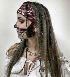 Half Skeleton Makeup, Half Skull Makeup, Purple Eye Makeup, Red Makeup, Dark Makeup, Makeup Looks, Scary Couples Halloween Costumes, Halloween 2020, Halloween Ideas