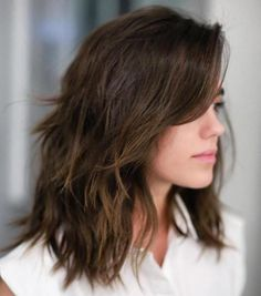 50 Best Medium Length Layered Haircuts in 2020 - Hair Adviser - - Are you bored of your look? Layers are a great way to spice up dull hair! Check out these 50 stunning medium length layered haircuts and hairstyles! Medium Length Hair Cuts With Layers, Medium Hair Cuts, Medium Hair Styles, Long Hair Styles, Long Bob With Layers, Medium Length Hair With Layers And Side Bangs, Mid Length Hair With Bangs, Medium Long Hair, Medium Choppy Haircuts