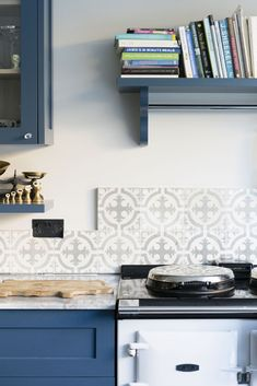 Driven by a passion for stunning tiles and interiors, Maitland & Poate is a family-run business selling beautiful Reclaimed Encaustic Spanish Tiles. Room Tiles, Kitchen Tiles, Kitchen Flooring, Two Tone Kitchen Cabinets, Tiles Uk, Unique Tile, Spanish Tile, Encaustic Tile, Or Antique
