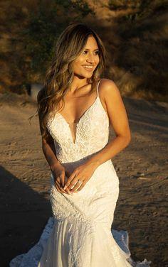 Sexy Organic Lace Wedding Dress with Sparkle Elements - Martina Liana Wedding Dresses Couture Wedding Gowns, Designer Wedding Dresses, Bridal Gowns, Belle Bridal, Wedding Dress Pictures, Lace Wedding, Mermaid Wedding, Dream Wedding, Bride