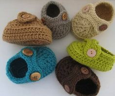 Crochet Dreamz: Boy's Striders Crochet Baby Booties (pdf pattern for sale) Crochet Baby Booties, Crochet Slippers, Baby Slippers, Learn To Crochet, Crochet For Kids, Diy Tricot Crochet, Crochet Projects, Sewing Projects, Baby Boy Shoes