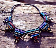 Collar colorido de macramé por SimplyThread en Etsy