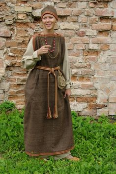 "Archaeological reconstruction of a Selonian tribe female costume (I-IV century, Roman Period or Old Iron Age). Author of the reconstruction is archaeologist PhD Daiva Steponavičienė from PI ""Vita Antiqua"", Vilnius, Lithuania.   https://www.facebook.com/VitaAntiqua"