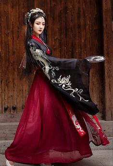 Chinese Clothing Traditional, Traditional Fashion, Traditional Dresses, Fantasy Dress, Beautiful Asian Girls, Asian Fashion, Pretty Dresses, Beautiful Outfits, Fashion Outfits
