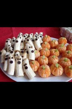 Cute banana ghosts and Clementine pumpkins! Dip banans in something acidic to keep them white. (lemon juice, OJ) Cute banana ghosts and Clementine pumpkins! Dip banans in something acidic to…
