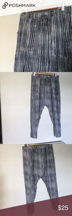 "Free People Dream On Gauze Boho Pant • Free People Dream On Gauze Pant • 100% Rayon • Color: Indigo • Condition:  Used. Excellent condition - no damages or stains • Size: S • 👔 Measurements:   • Inseam: 20"" Free People Pants"