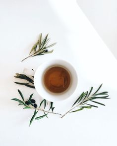 MOODBOARD All it takes is one cup of tea in order to feel relaxed! Photography Tea, Flat Lay Photography, Coffee Barista, Coffee Shop, Cheap Coffee Maker, Oolong Tea, Tea Art, Brunch, Herbal Tea