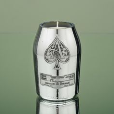 This candle is such a rare find! Loving the platinum luster!
