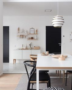 41 Awesome Scandinavian Style Interior Apartment Ideas - 2020 Home design Scandinavian Style, Living Room Scandinavian, Scandinavian Interior Design, Interior Design Jobs, Black Interior Doors, Apartment Interior, Apartment Ideas, Dining Room Design, Dining Area
