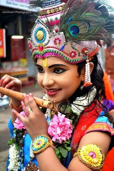 Little Lord Krishna, India Hare Krishna, Señor Krishna, Radha Krishna Images, Radha Krishna Photo, Krishna Photos, Yashoda Krishna, Krishna Lila, Krishna Pictures, We Are The World