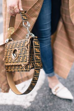 denim is the new black — prêt-à-provost Nyc Fashion, Trendy Fashion, Street Fashion, Runway Fashion, Fall Fashion, Fashion Ideas, Zapatillas Louis Vuitton, Autumn Street Style, Winter Style
