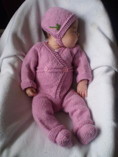 Bunny with Clover Romper.In case we get another girl, I will be wanting to make this ASAP. Knitting For Kids, Loom Knitting, Crochet For Kids, Baby Knitting Patterns, Baby Patterns, Knitting Projects, Crochet Baby, Knit Crochet, Kids Dress Clothes
