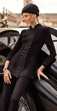 Lady Luxury Vacations in Ralph Lauren Estilo Fashion, Fashion Mode, Look Fashion, High Fashion, Winter Fashion, Fashion Design, Fashion Trends, Editorial Fashion, Gothic Fashion