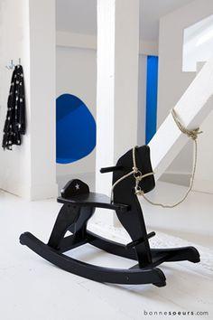 bonnesoeurs decorazione sottotetto s emancipato 17 cavallo a dondolo verniciato nero
