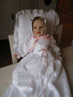 Selvlaget porselensdukke  med selvsydd dåpskjole