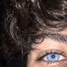 Dark Hair Blue Eyes, Pale Blue Eyes, Pretty Blue Eyes, Beautiful Blue Eyes, Gray Eyes, Blue Hair, Men With Blue Eyes, Brown Hair Boy, Black Hair Boy