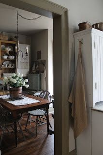 Well I thought I would post a picture of my dining room while it is tidy!The dining room tends to be. Primitive Homes, Primitive Kitchen, Country Primitive, Primitive Decor, Primitive Bathrooms, Prim Decor, Decoration Shabby, Country Farmhouse Decor, Farmhouse Style