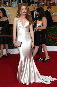 isla fisher sag awards 2014 red carpet 04 Isla Fisher rocks a dark red lip as she hits the carpet at the 2014 Screen Actors Guild Awards held at the Shrine Auditorium on Saturday (January in Los Angeles. Prom Dress 2014, V Neck Prom Dresses, Satin Dresses, Sexy Dresses, Jovani Dresses, Fabulous Dresses, Isla Fisher, Silk Evening Gown, Sag Awards